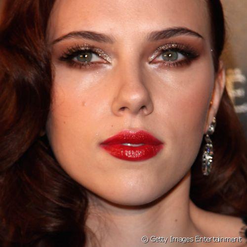 celebridades com maquiagem dourada