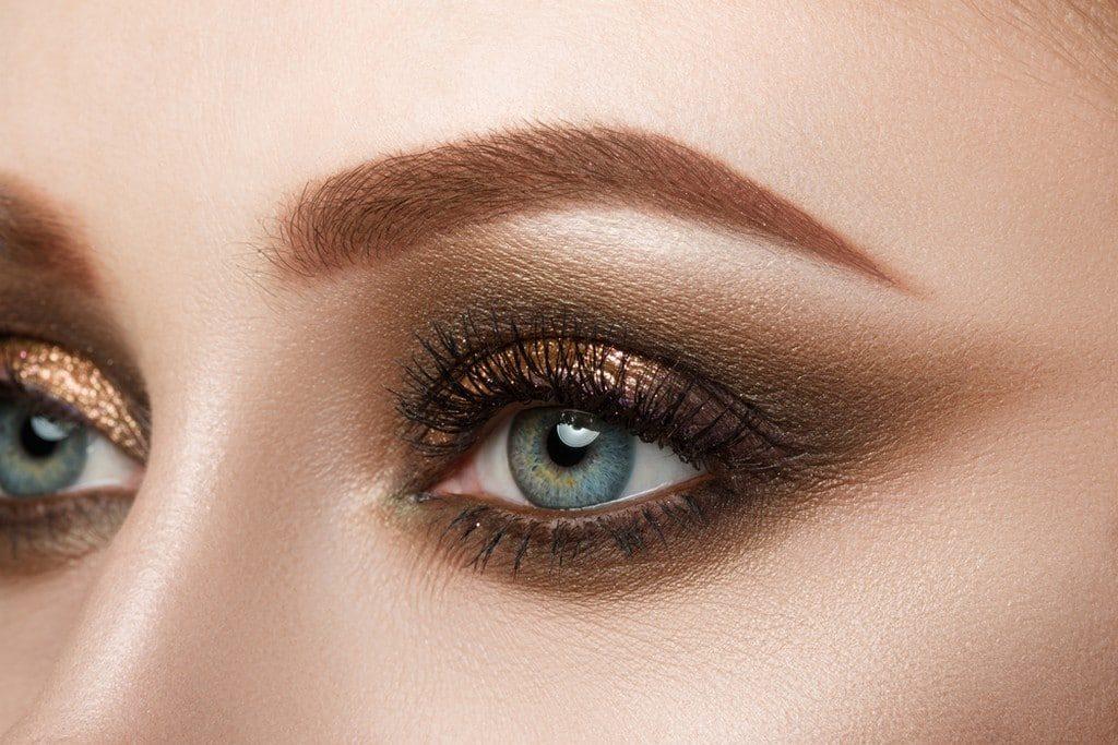 maquiagem dourada e marrom