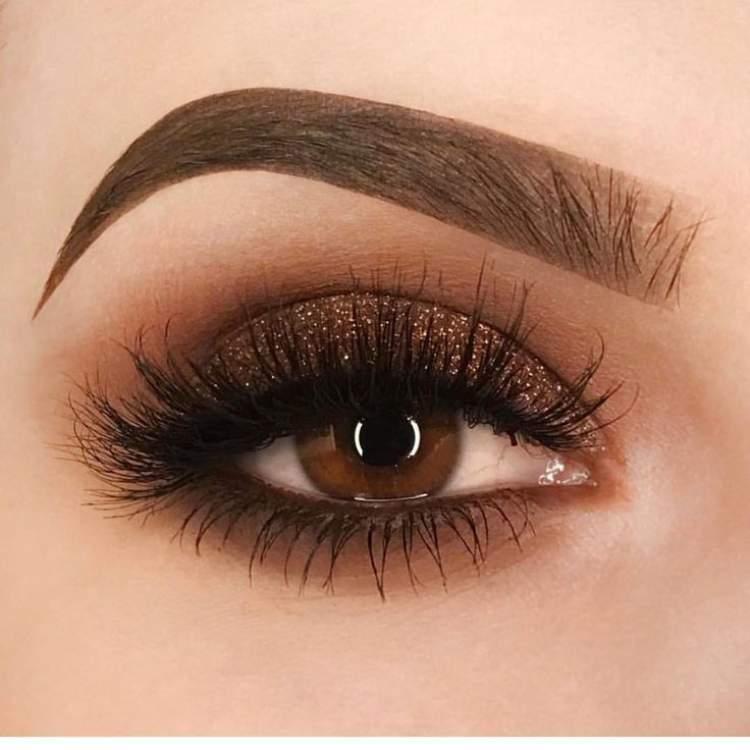 olhos dourados e marrom