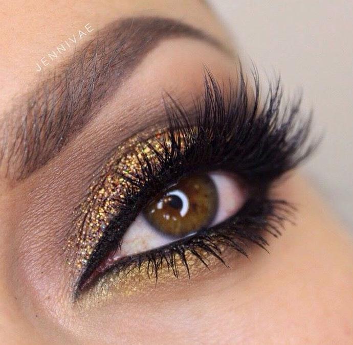 maquiagem com glitter dourado