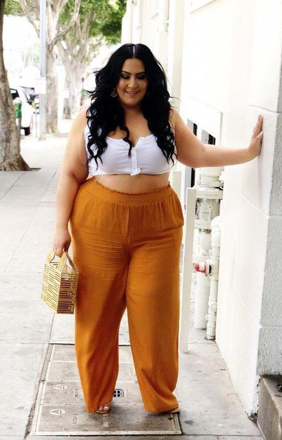 Looks com Top Cropped Branco plus size