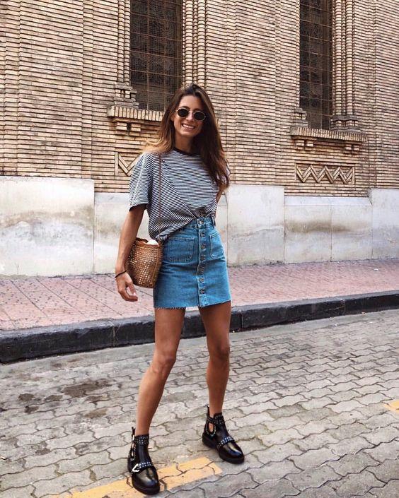 Look com Saia Jeans e camiseta