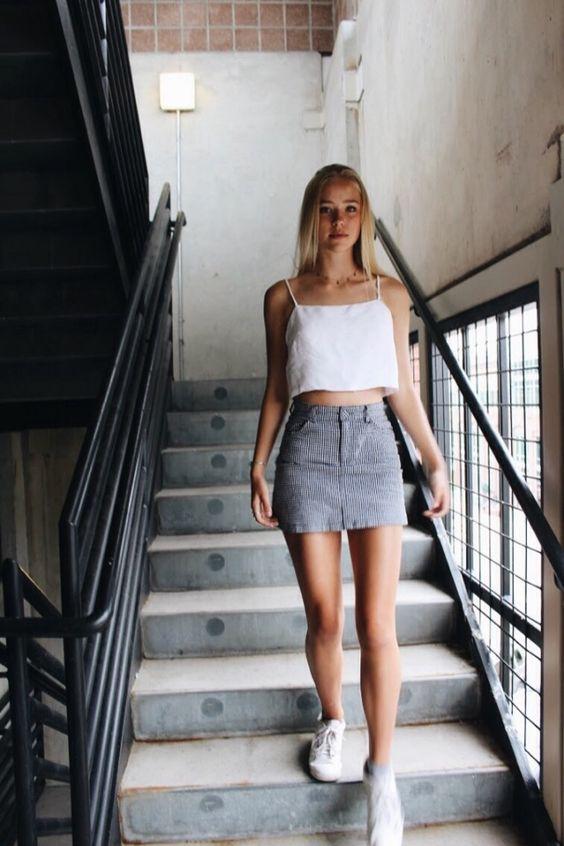 Looks com Saia Jeans e Tênis