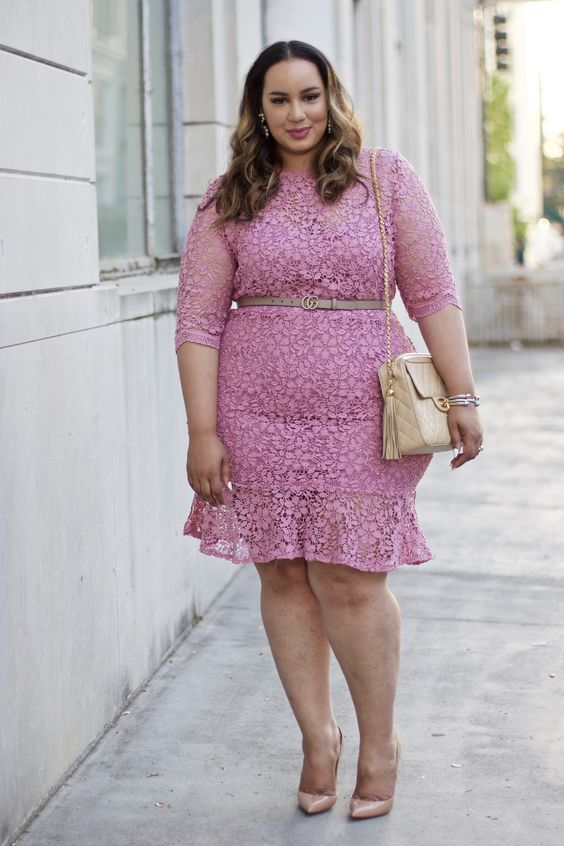 modelos de vestidos para formatura plus size de renda curto