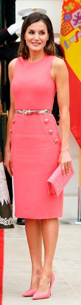 modelos de vestido tubinho rosa