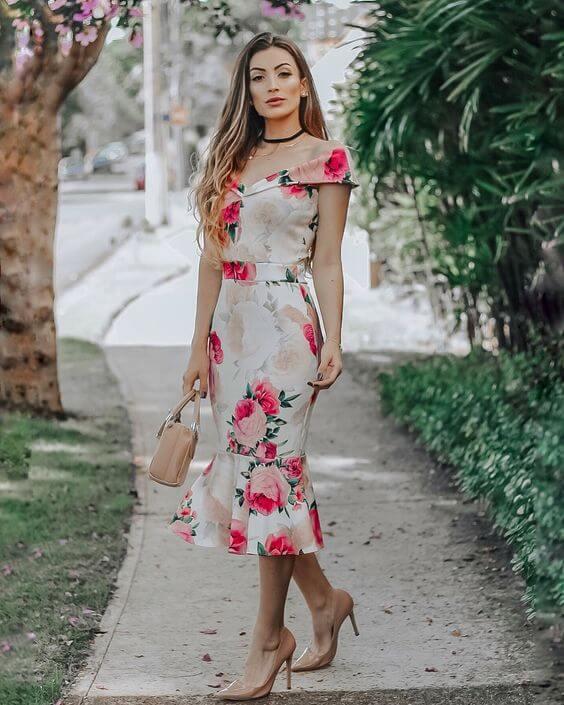 modelo de vestido midi para baixinhas