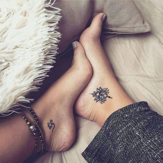 tatuagem delicada no pé