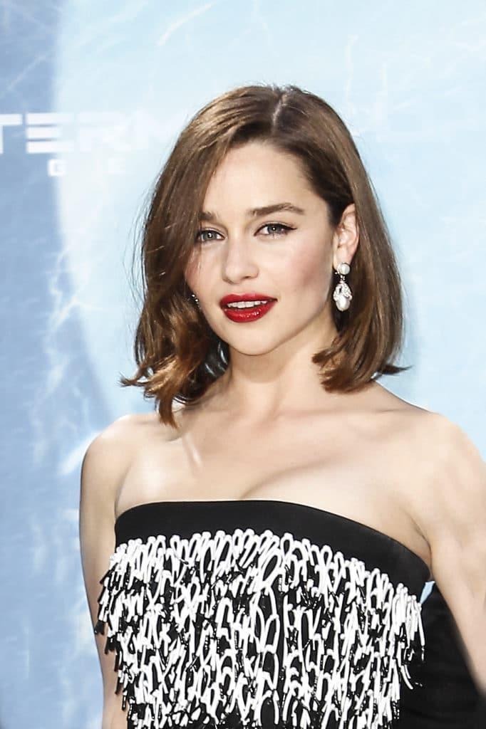 Cabelo castanho claro em Emilia Clarke
