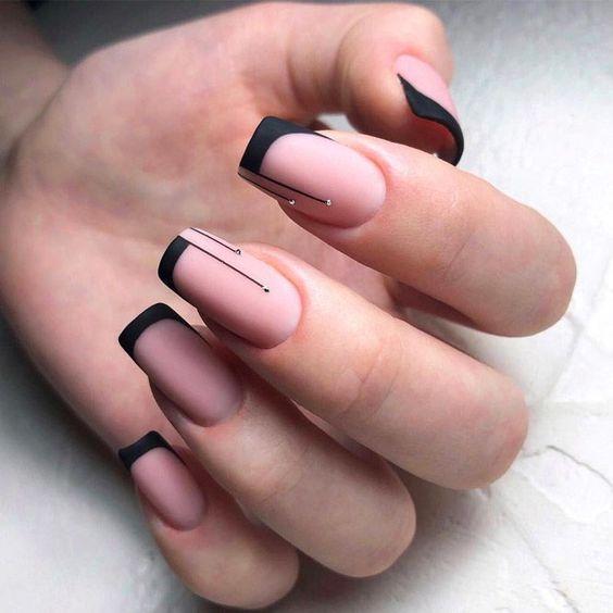 Unhas francesinha pretas com desenho