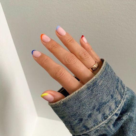 Unhas francesinhas coloridas