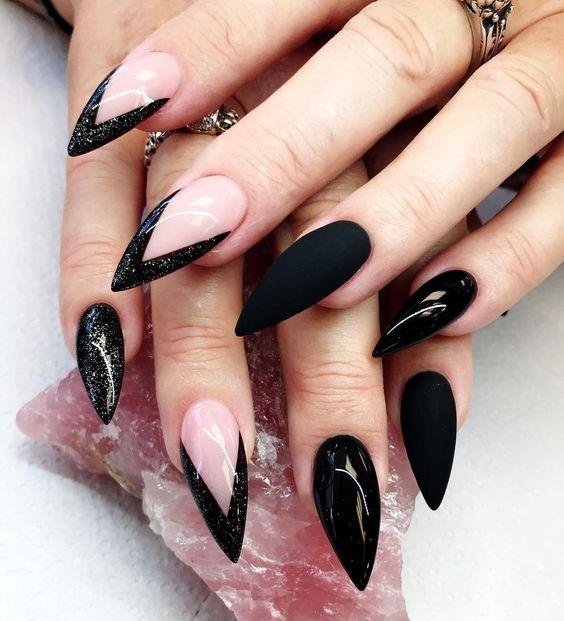 Unhas francesinhas stiletto pretas