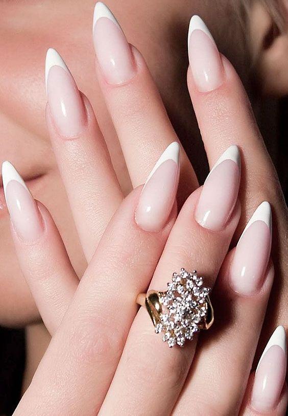 Unhas francesinhas stiletto brancas