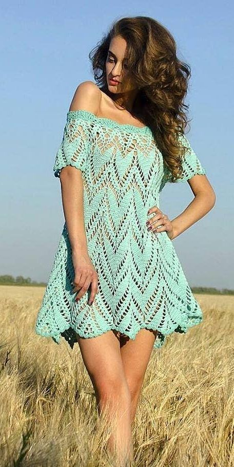 Vestido de crochê curto rodado e azul