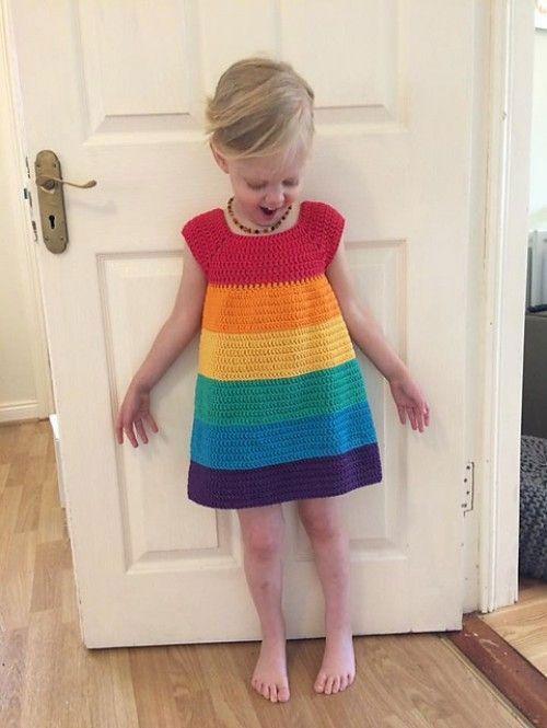 Vestido de crochê infantil arco-íris