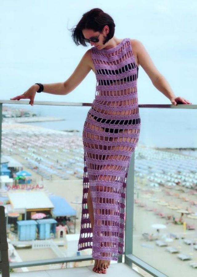 Vestido de crochê longo lilás com biquini
