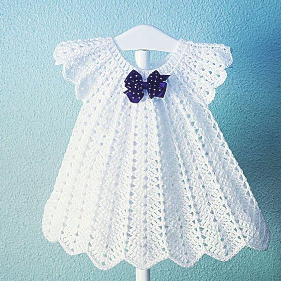 Vestido de crochê para bebê, branco com laço azul
