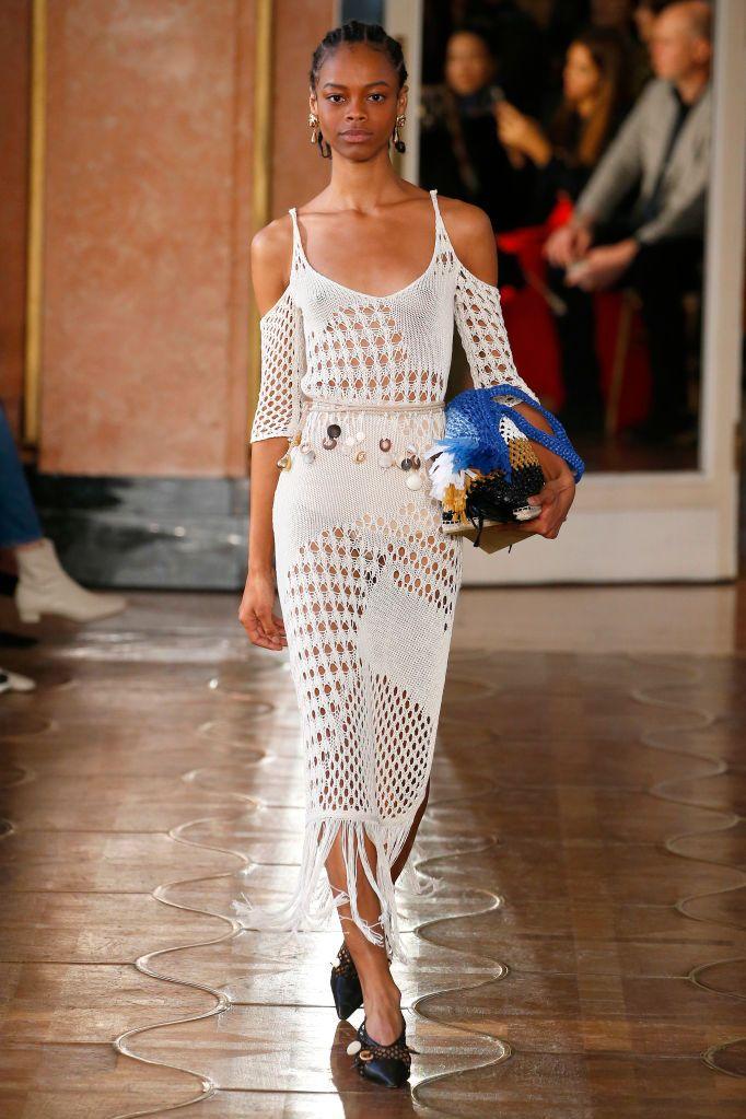 Vestido de crochê longo branco, da Altuzarra