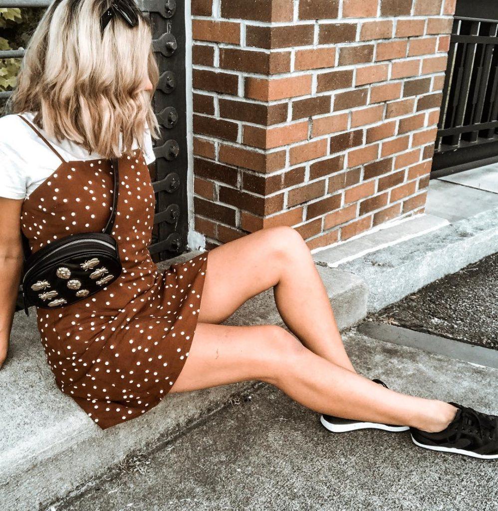 Vestido com tênis verão Via @erinlynn_style