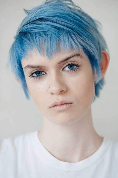 Cabelo curto azul claro