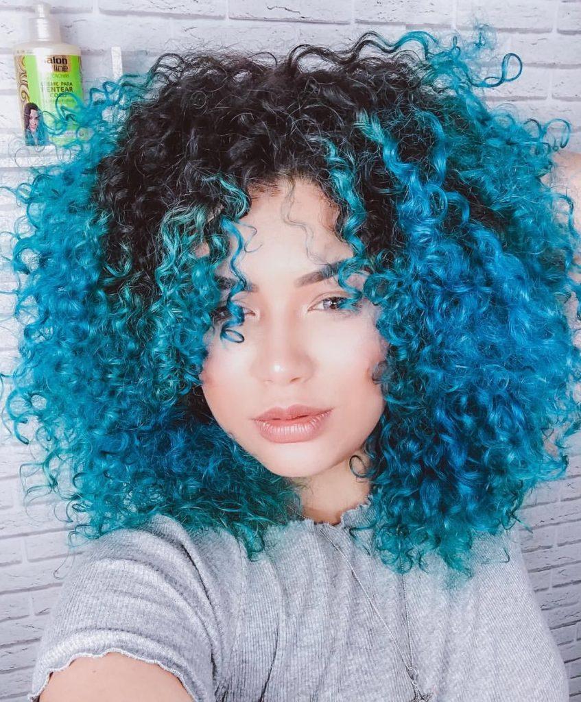 Cachos com azul turquesa