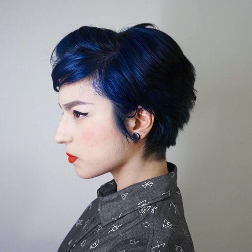 Cabelo curto azul escuro