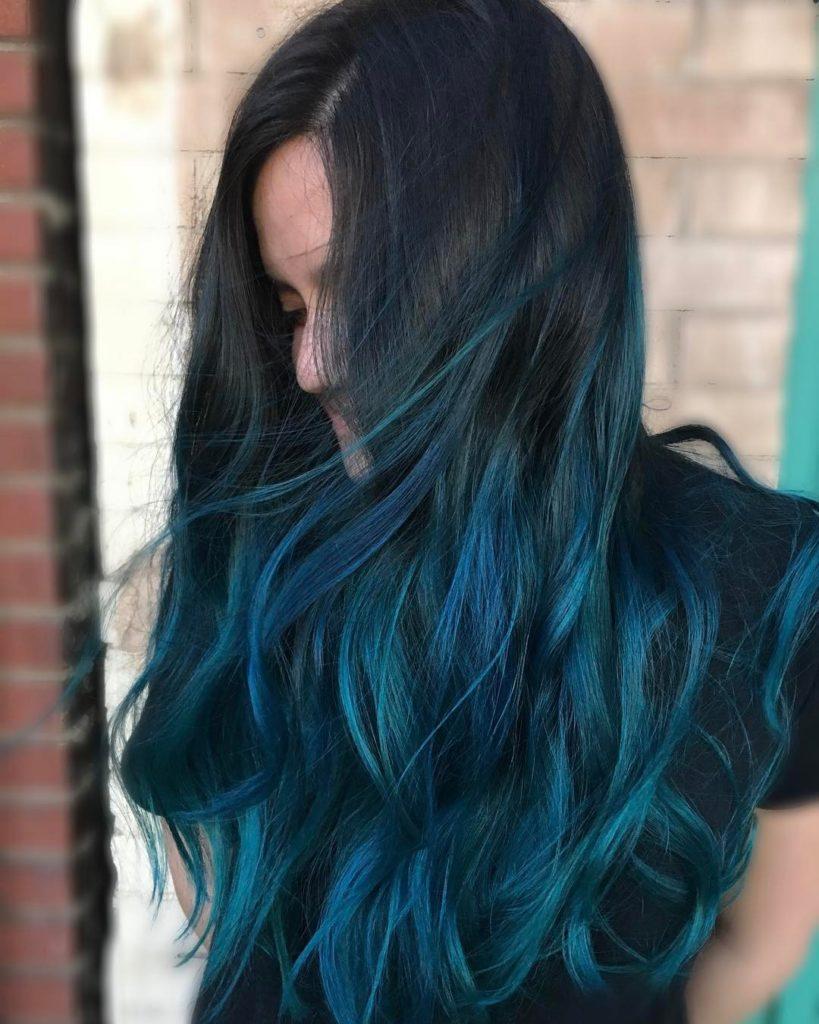 Cabelo azul nas pontas