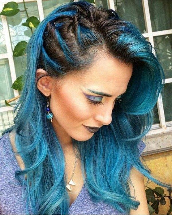 Penteado em cabelo liso azul