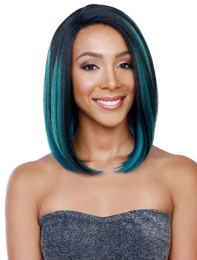 Mulher com cabelo curto pontas azuis