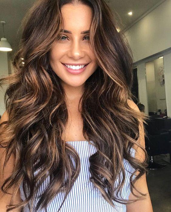 Cachos no cabelo longo