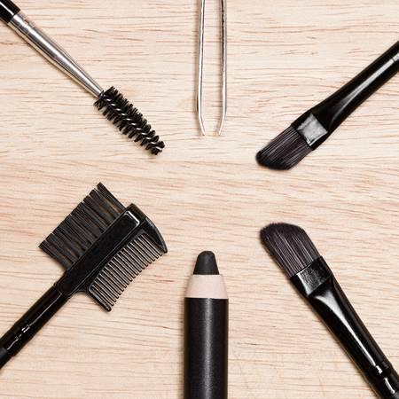 utensílios para fazer a sobrancelha