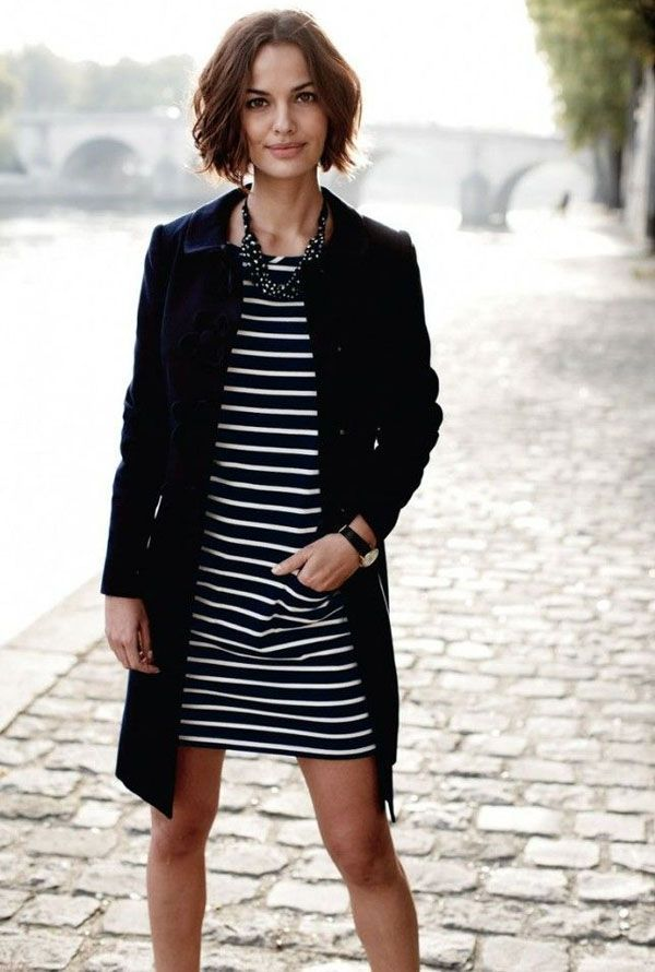 Vestido listrado curto com casaco preto