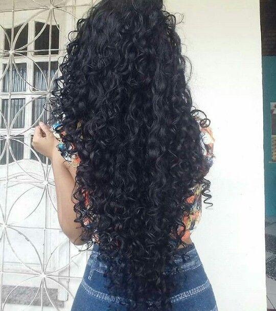 corte de cabelo longo cacheado em V