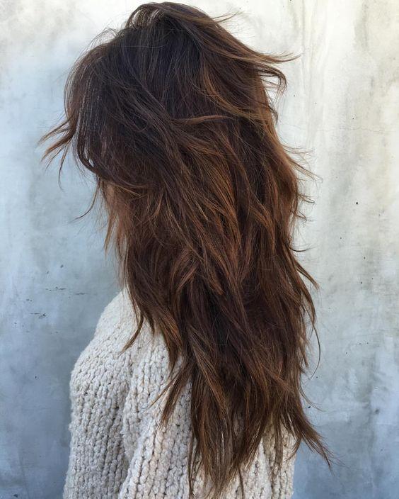 Corte de cabelo repicado longo em camadas