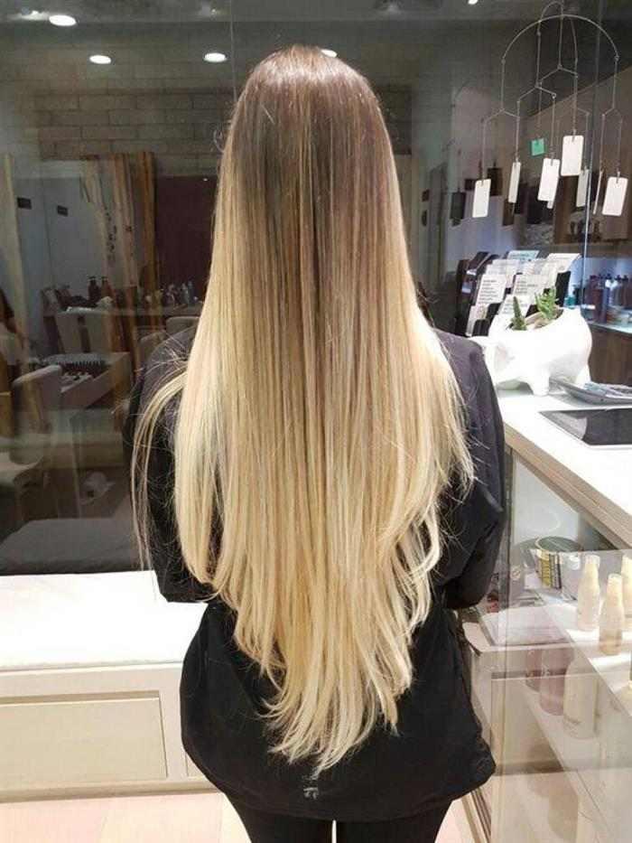 Corte de cabelo longo em V