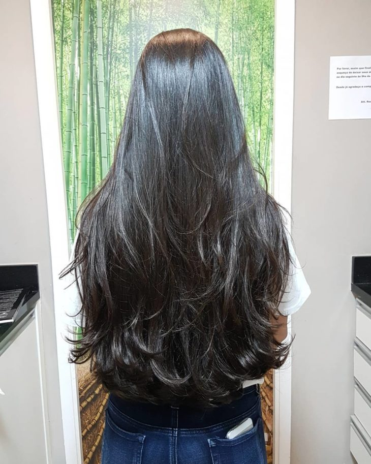 Corte de cabelo longo liso repicado