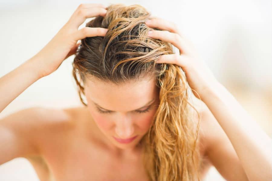 Hidratação com maizena no cabelo oleoso