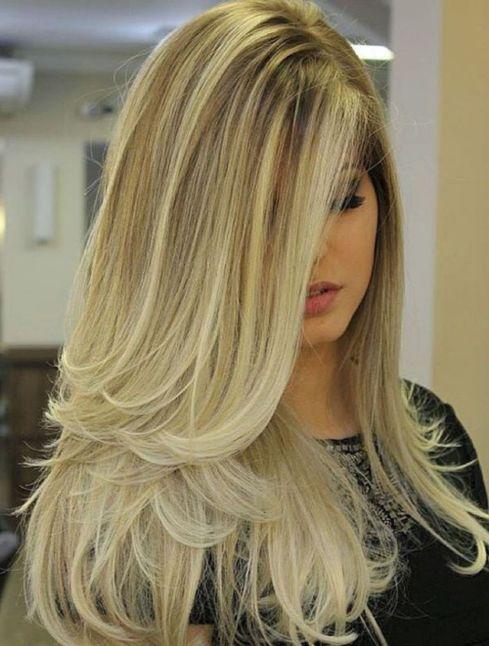 Corte de cabelo longo loiro