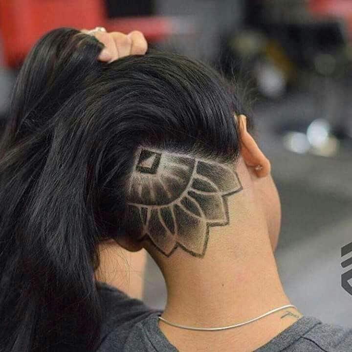 Desenho de mandala nos cabelos