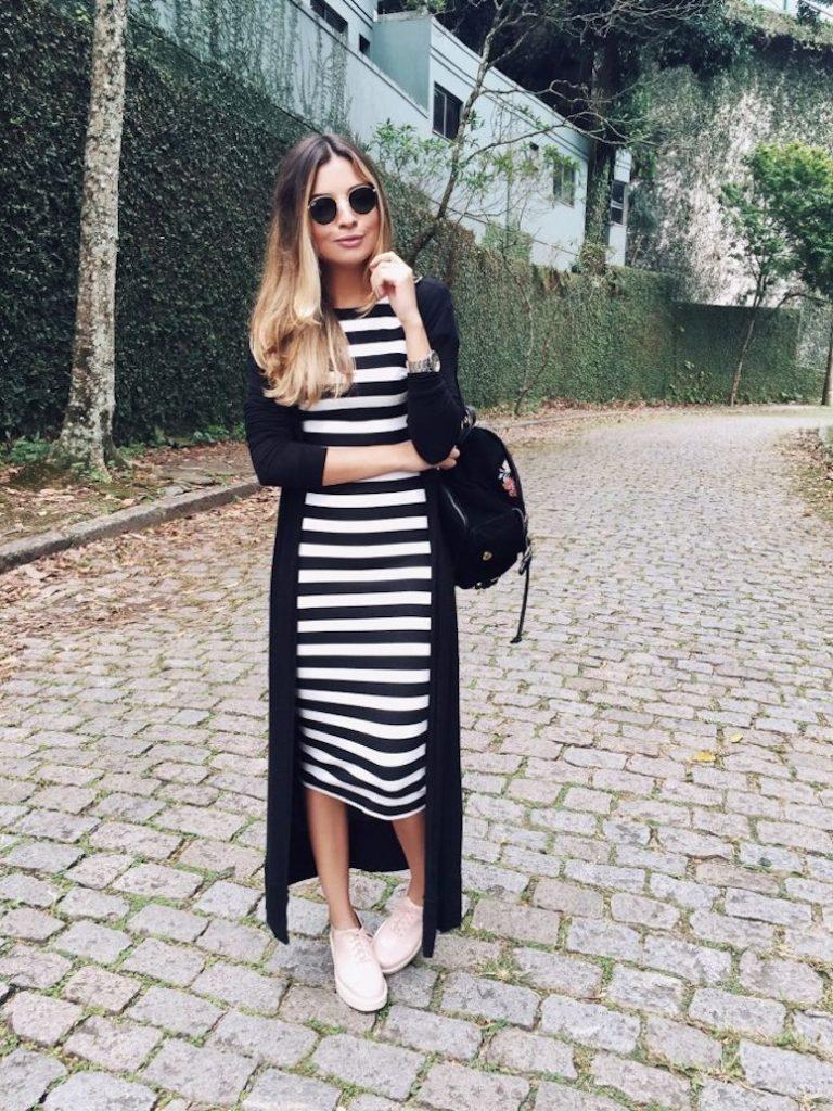 vestido listrado preto e branco tamanho midi
