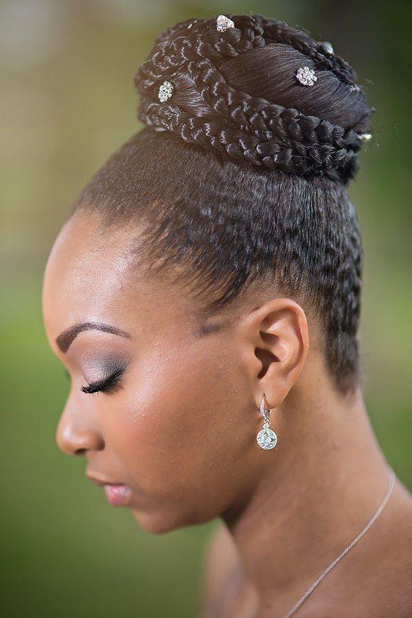 penteado com tranças no cabelo crespo coque