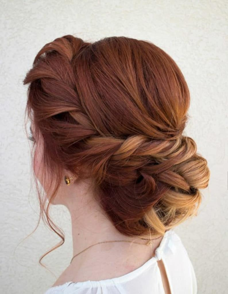 Cabelo ruivo com penteado de casamento