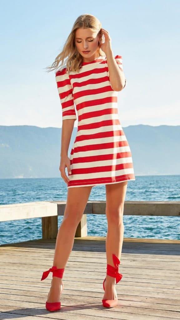 Vestido listrado branco e vermelho