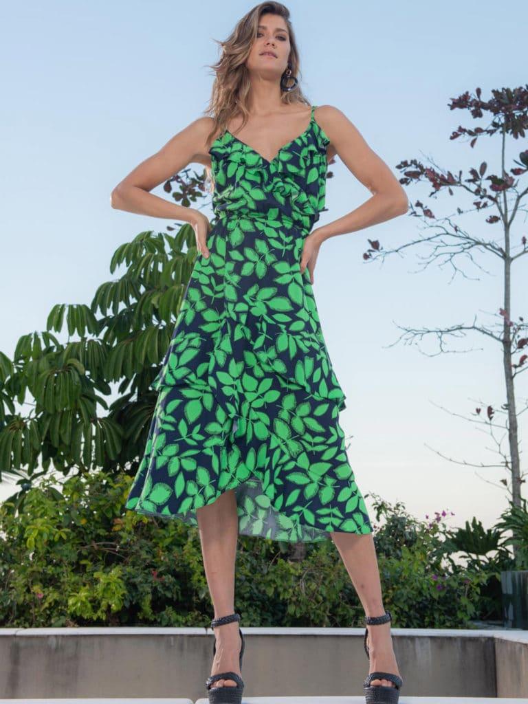 Vestido com folhas verdes