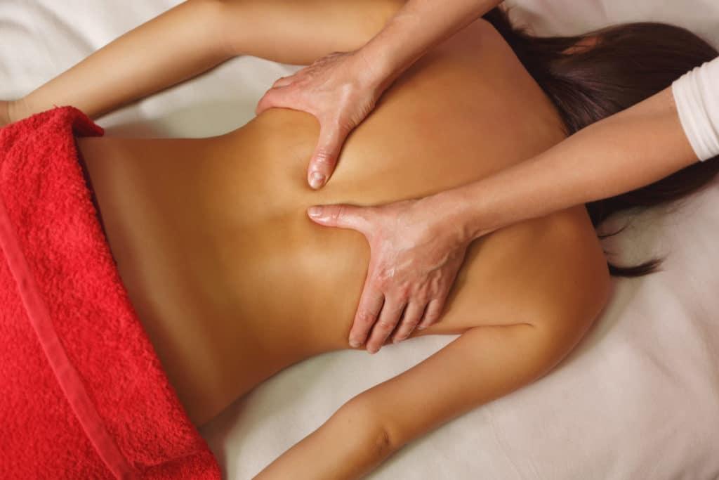 mulher fazendo tratamento estético