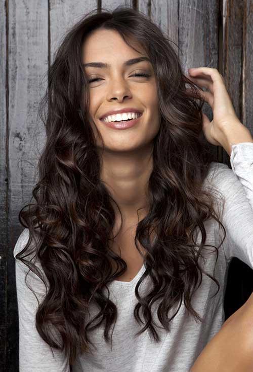 Banho de brilho no cabelo ondulado