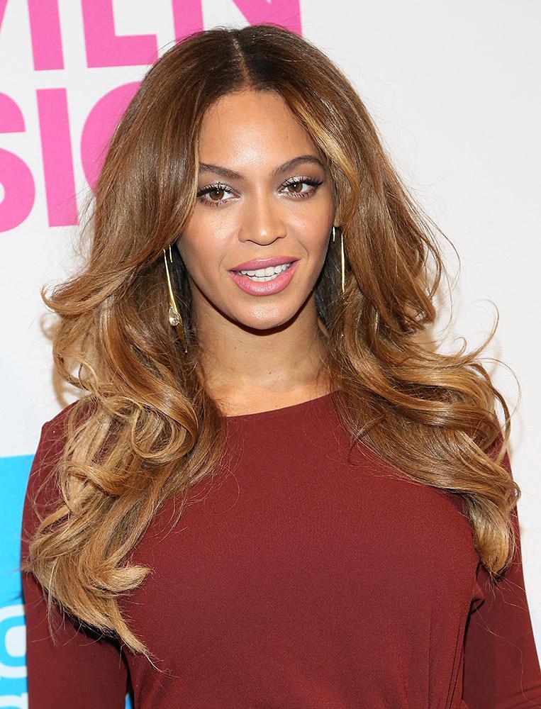 Beyonce cabelo dourado