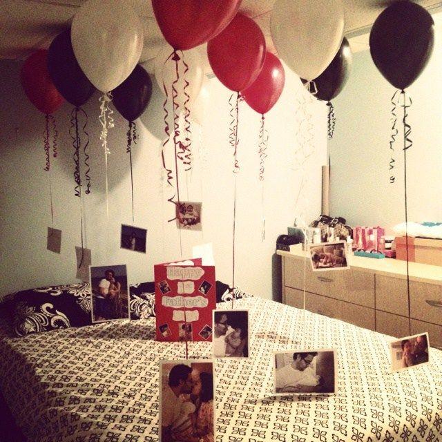 balões e fotos na cama