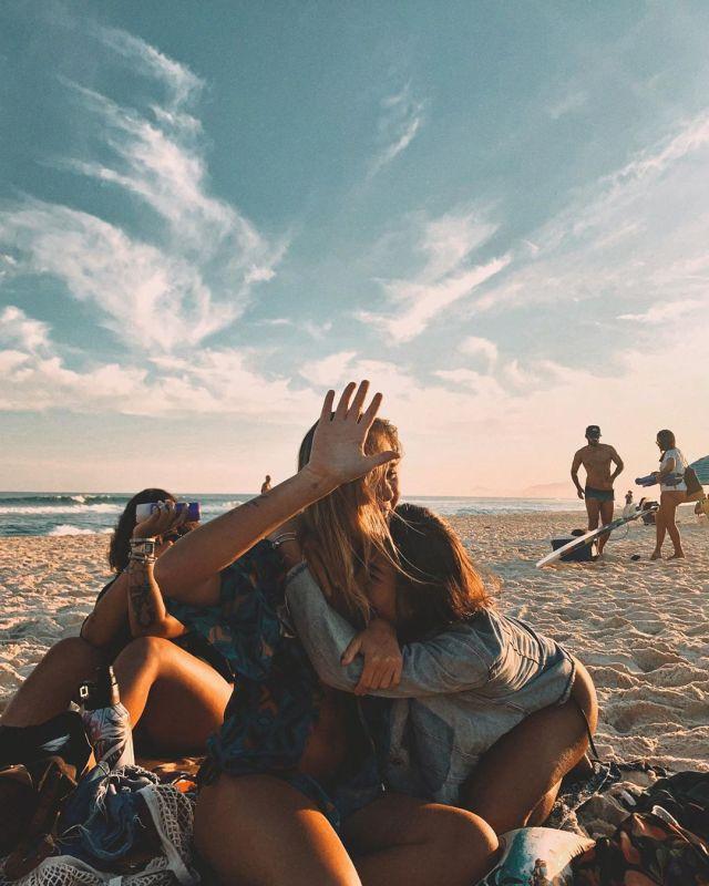 fotos tumblr amigas se divertindo na praia