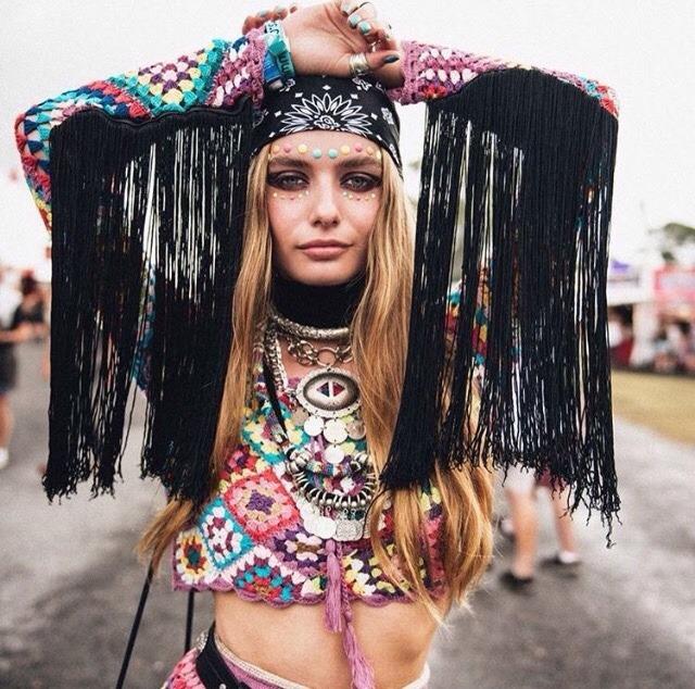 Cropped de crochê colorido hippie