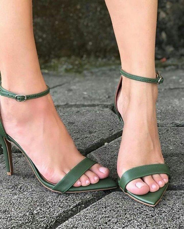sapatos femininos verde com bico folha
